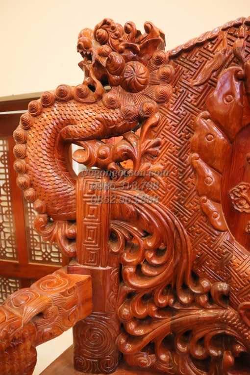 Các chi tiết đục tay trên bộ ghế