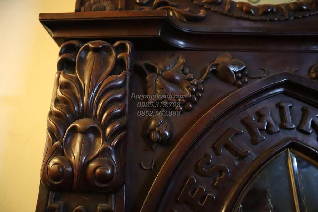 Các chi tiết chạm khảm trên vỏ đồng hồ