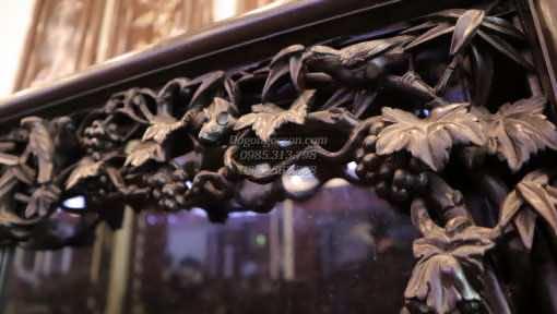 Chi tiết đục tay trên lèo của tủ chè