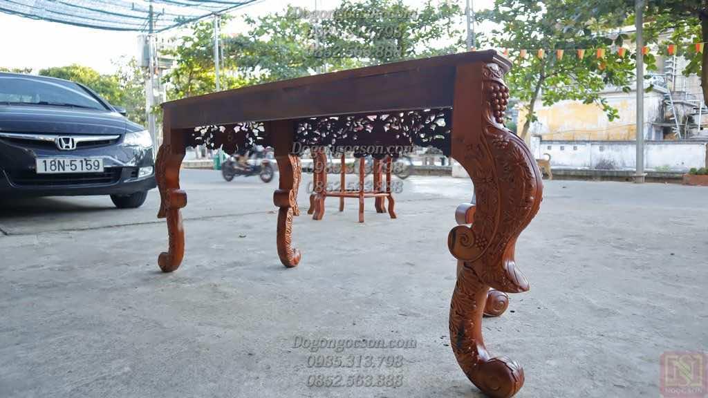 Mặt sau của chiếc bàn bán nguyệt đục hoa lá tây BBD003
