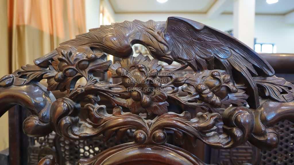Các chi tiết đục tay trên bộ bàn ghế