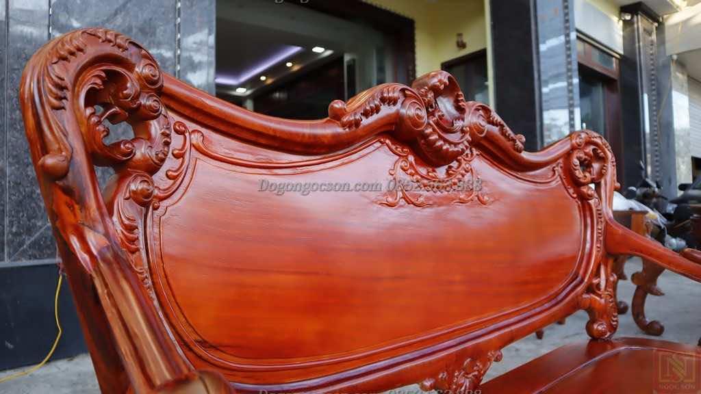 Tựa ghế đoản kỷ của bộ bàn ghế hoàng gia Lou007