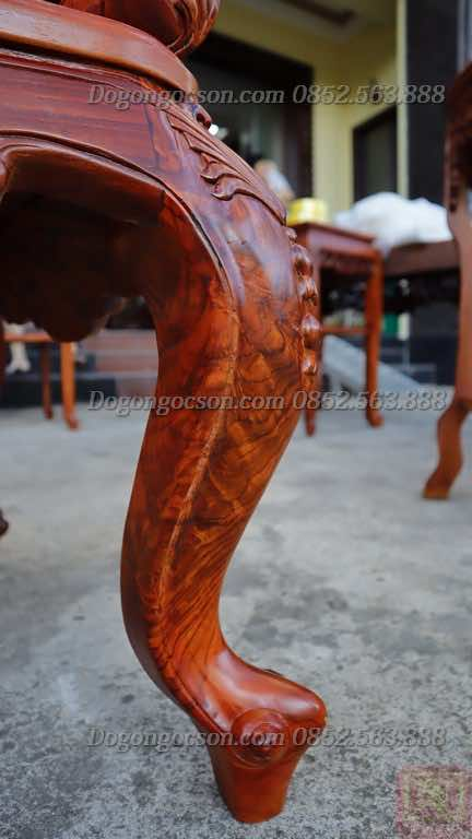 Chân đoản kỷ với các đường vân gỗ gụ ta sắc nét và đẹp như ngọc thạch