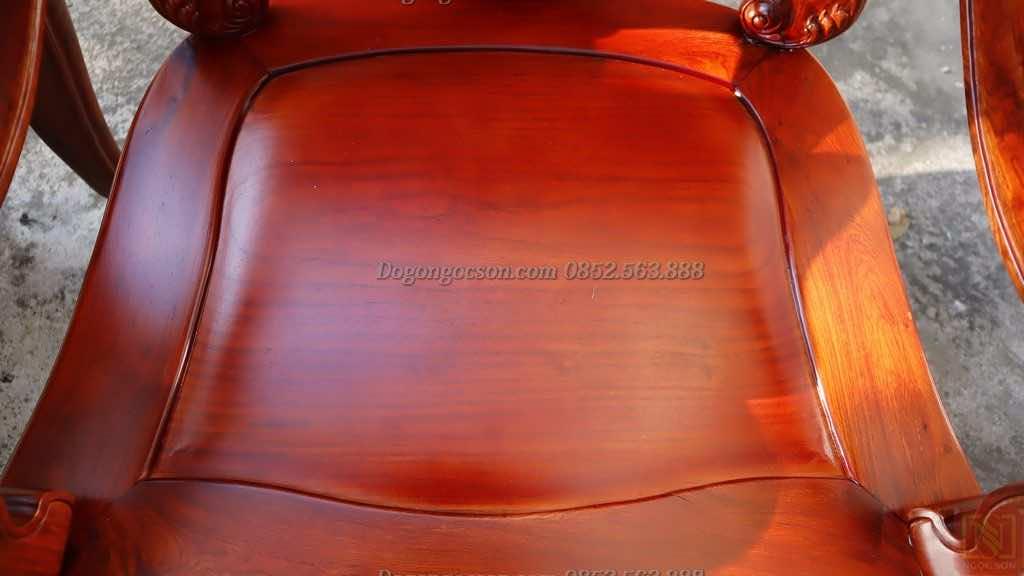 Mặt lá của ghế đơn gụ ta