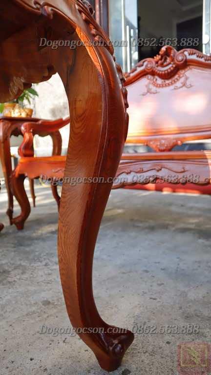 Chân bàn với thiết kế form dáng cong điệu đà