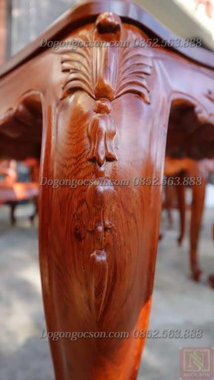 Chi tiết chạm khắc trên chân bàn