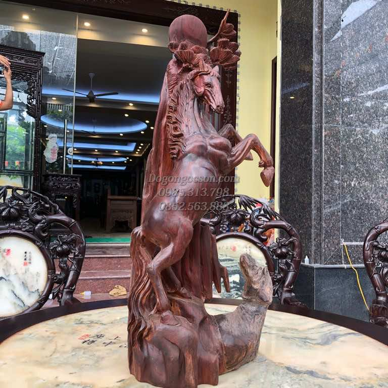 Tượng ngựa gỗ hương