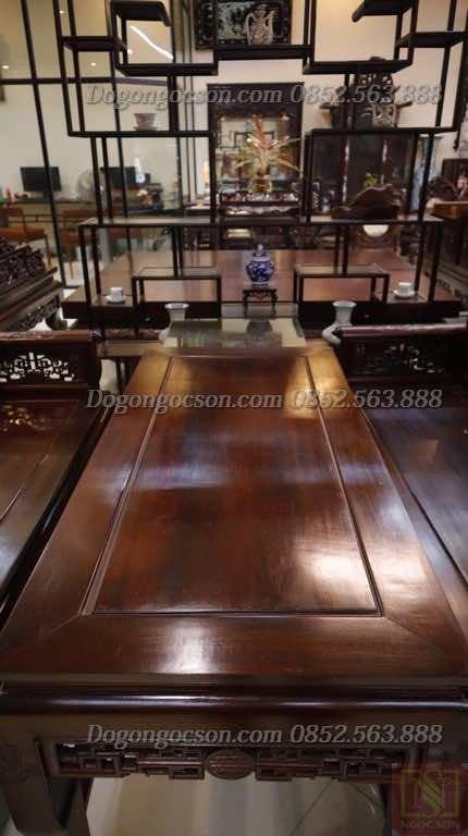 Mặt bàn bóng mịn. vân gỗ đẹp