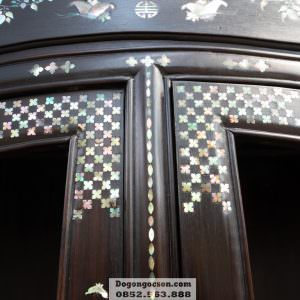 Các chi tiết khảm ốc trên chiếc tủ TRG007